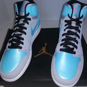 Air Jordan 1 Retro Hi GG. New. Youth size: 9y
